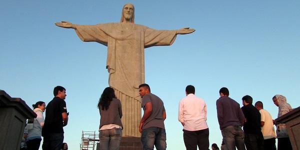 MVC Brasil en oración junto al Cristo Redentor