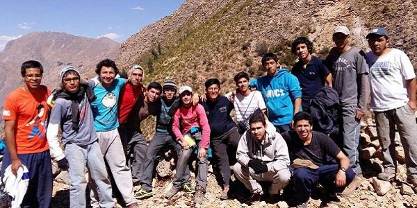 Sodálite José Gabriel Aguilar con un grupo de jóvenes misioneros, en San Jerónimo de Taulli, en Ayacucho, Perú