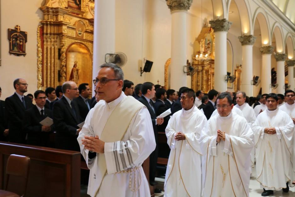 Ordenación Sacerdotal de Jaime Gómez Bolaños - Sodalicio de Vida Cristiana (1)