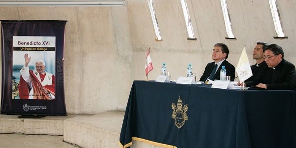 Presentacion del libro Benedicto XVI Un papa en diálogo del Dr Gustavo Sánchez Rojas - Noticias Sodálites (2)