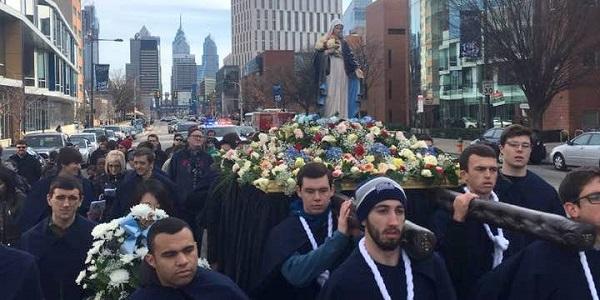 Procesión de Nuestra Señora de la Reconciliación en Filadelfia 2016 - Familia Sodálite Noticias (2)