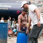 Llevan agua potable a pobladores de San Juan de Miraflores