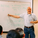 Padre Stefano Guarinelli brinda conferencias a miembros del Sodalicio