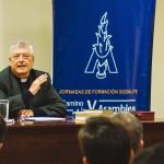Padre Gianfranco Ghirlanda brinda conferencias a miembros del Sodalicio