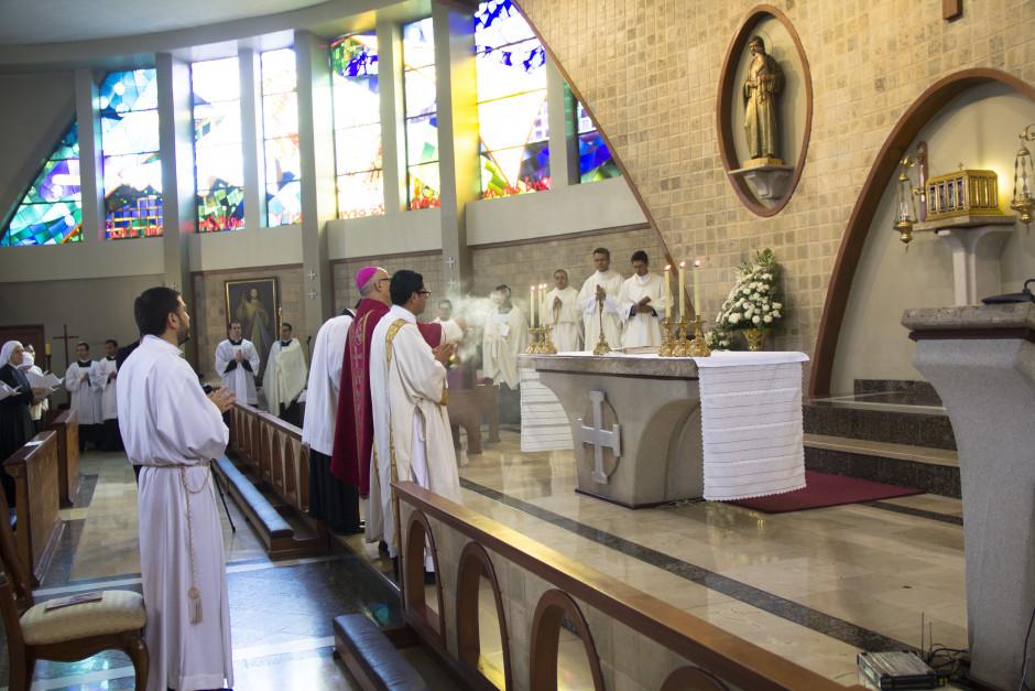 Ordenación Diaconal de Luis Troya en el Sodalicio de Vida Cristiana (1)