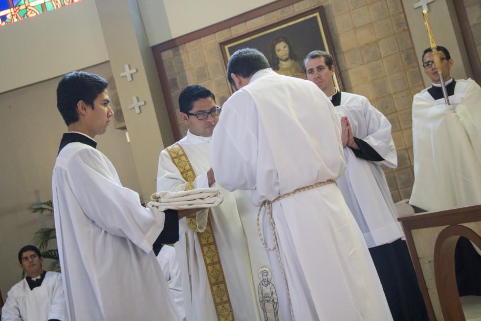 Ordenación Diaconal de Luis Troya en el Sodalicio de Vida Cristiana (17)