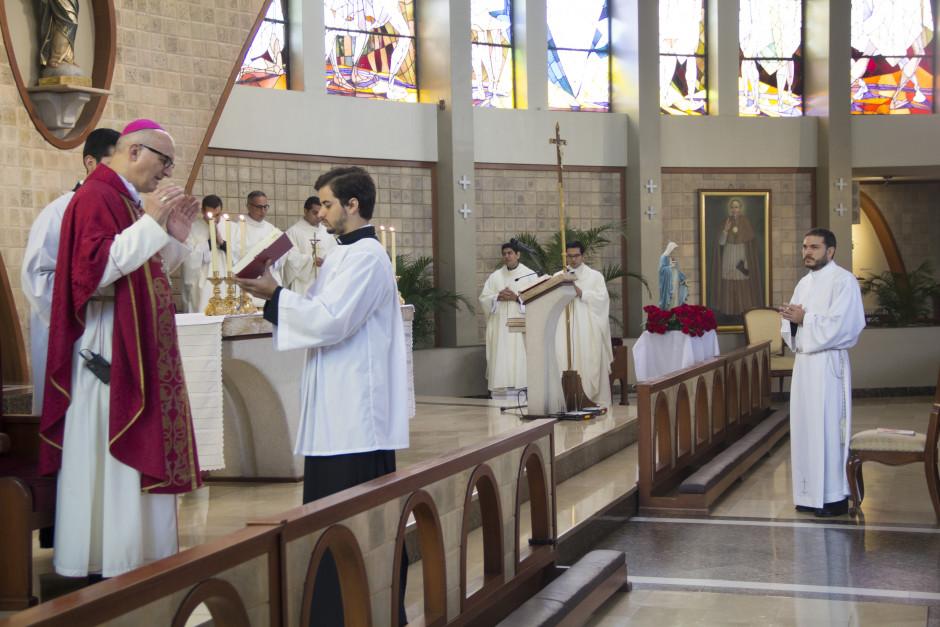 Ordenación Diaconal de Luis Troya en el Sodalicio de Vida Cristiana (2)