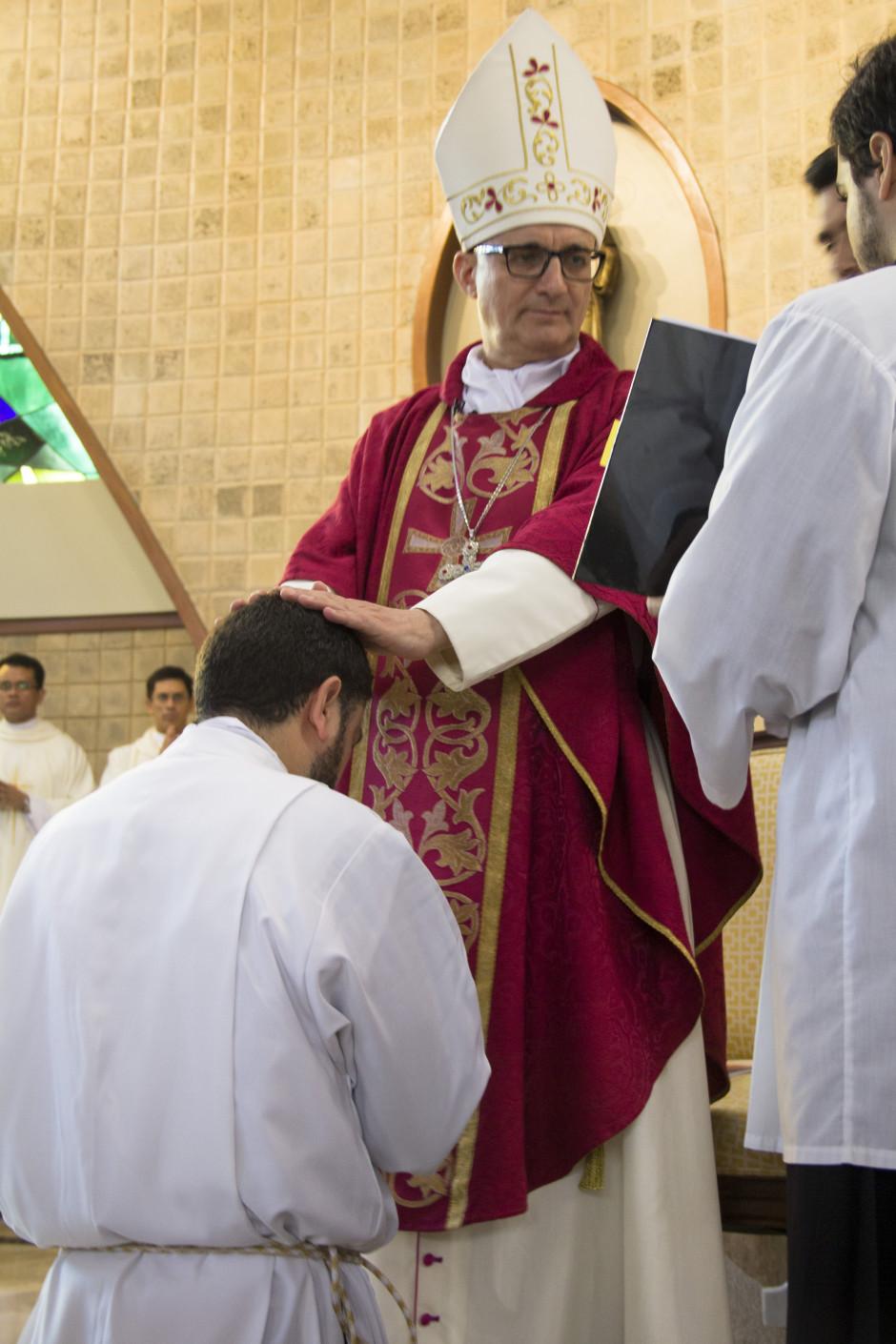 Ordenación Diaconal de Luis Troya en el Sodalicio de Vida Cristiana (8)