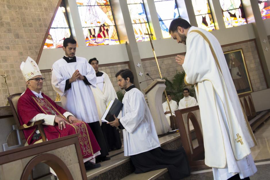 Ordenación Diaconal de Luis Troya en el Sodalicio de Vida Cristiana (9)