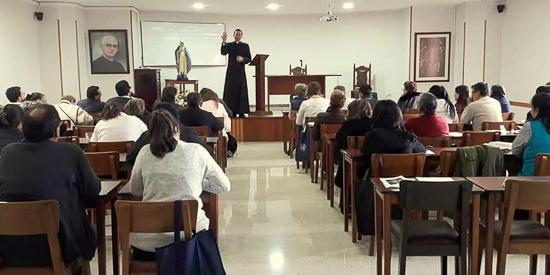 Miembros del Sodalicio de Vida Cristiana en Bogotá acompañaron un retiro espiritual de miembros del MVC - Noticias Sodálites (1)
