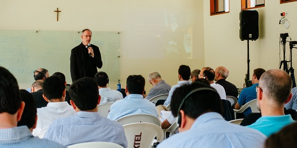 Padre Timothy Gallagher brinda conferencias a miembros del Sodalicio - Noticias Sodálites (2)