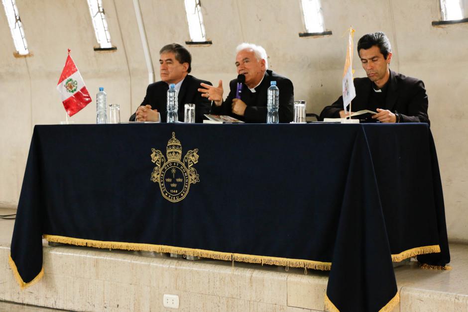 Presentación del libro sobre el magisterio pastoral del Papa Francisco del dr Gustavo Sánchez Rojas - Noticias Sodálites (1)