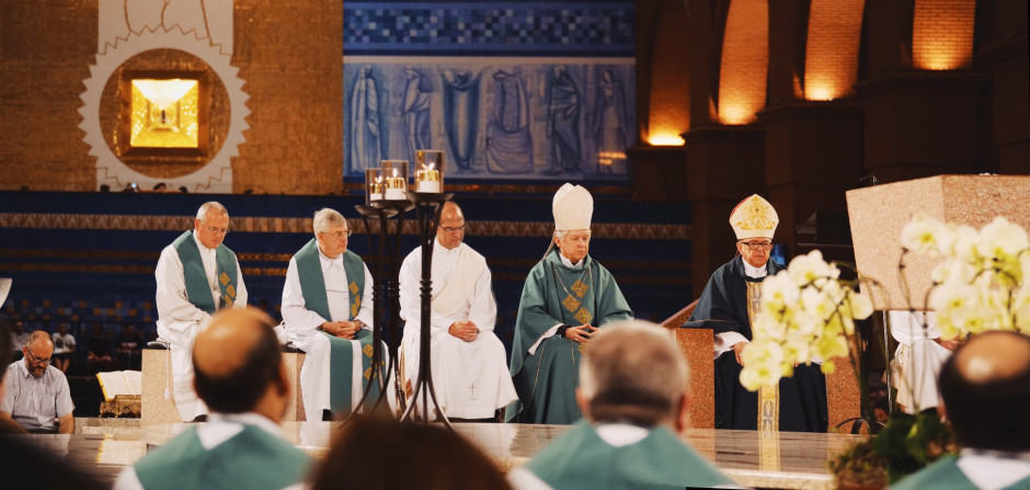 P. Héctor Velarde, P. Gianfranco Ghirlanda, Diácono Diego Cano, Mons. Noel Londoño y el Card. Raymundo Damasceno