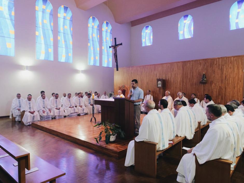 Celebración de la Santa Misa antes de iniciar las sesiones de la V Asamblea General del Sodalicio