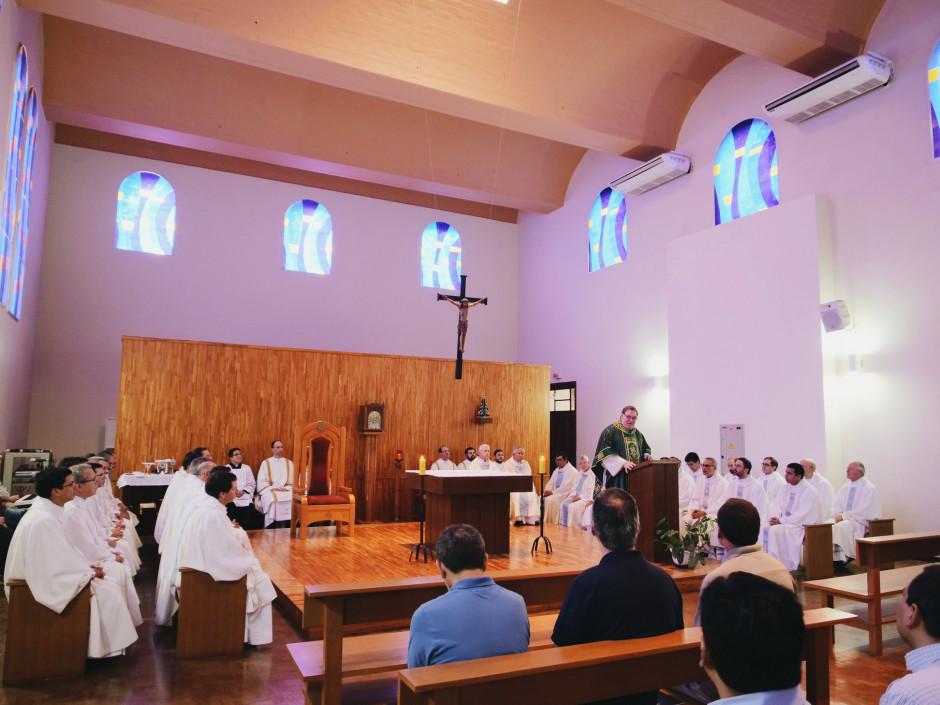 Card. Joseph Tobin, Arzobispo de Newark y Delegado Ad Nutum para el Sodalicio, dirigiendo unas palabras a los asambleístas durante la Santa Misa