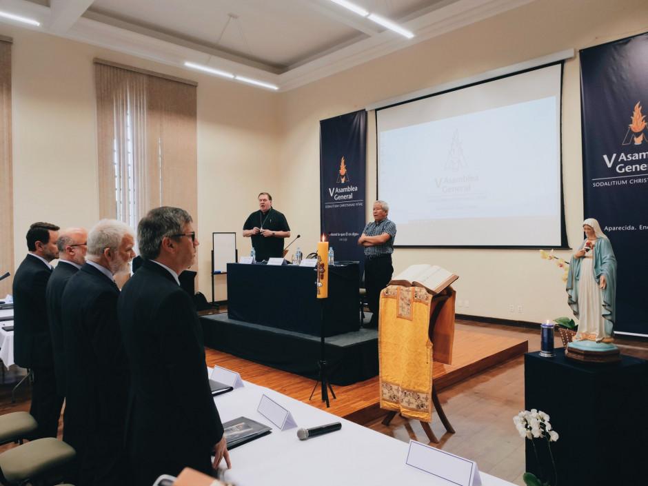 El Cirio Pascual y la Sagrada Escritura presentes durante las sesiones de la V Asamblea General del Sodalicio