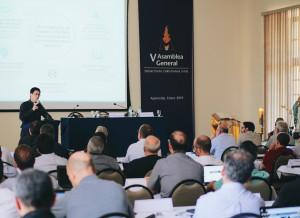 P. Christian Vinces exponiendo a los asambleístas sobre la misión apostólica en Guayaquil