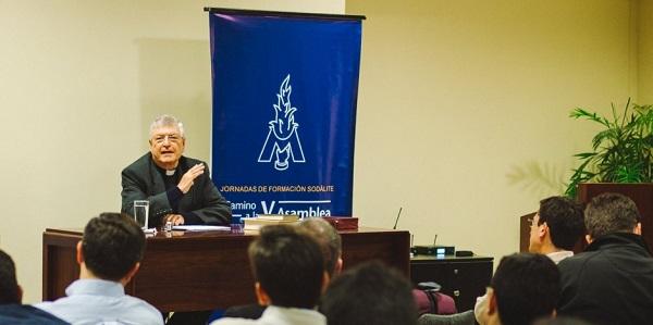P Gianfranco Ghirlanda durante las jornadas de formación del Sodalicio de Vida Cristiana - Noticias Sodálites
