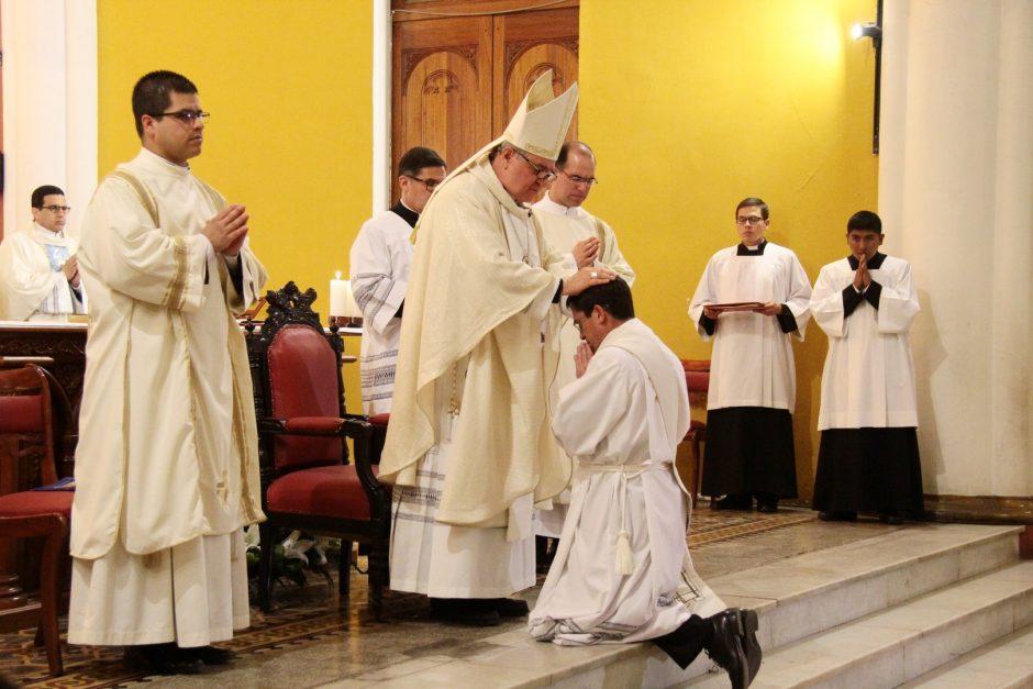 Ordenación Sacerdotal de Rafael Ismodes en Arequipa - Sodalicio de Vida Cristiana (5)