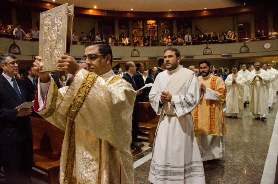 Ordenación sacerdotal de Luis Troya Holst en el Sodalicio de Vida Cristiana (1)