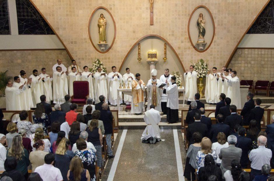 Ordenación sacerdotal de Luis Troya Holst en el Sodalicio de Vida Cristiana (3)