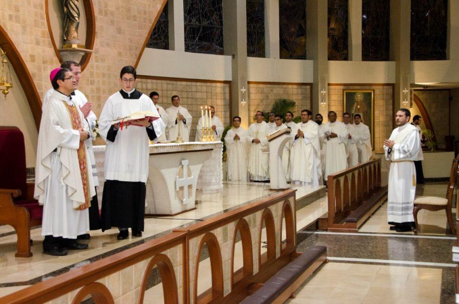 Ordenación sacerdotal de Luis Troya Holst en el Sodalicio de Vida Cristiana (5)