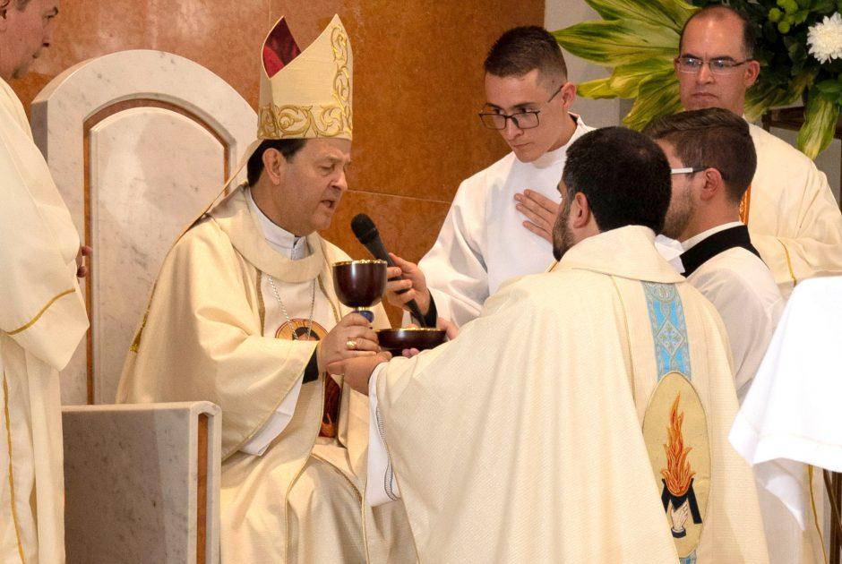 Ordenación sacerdotal de Juan David Velásquez del Sodalicio de Vida Cristiana en Colombia - Noticias Sodálites (10)