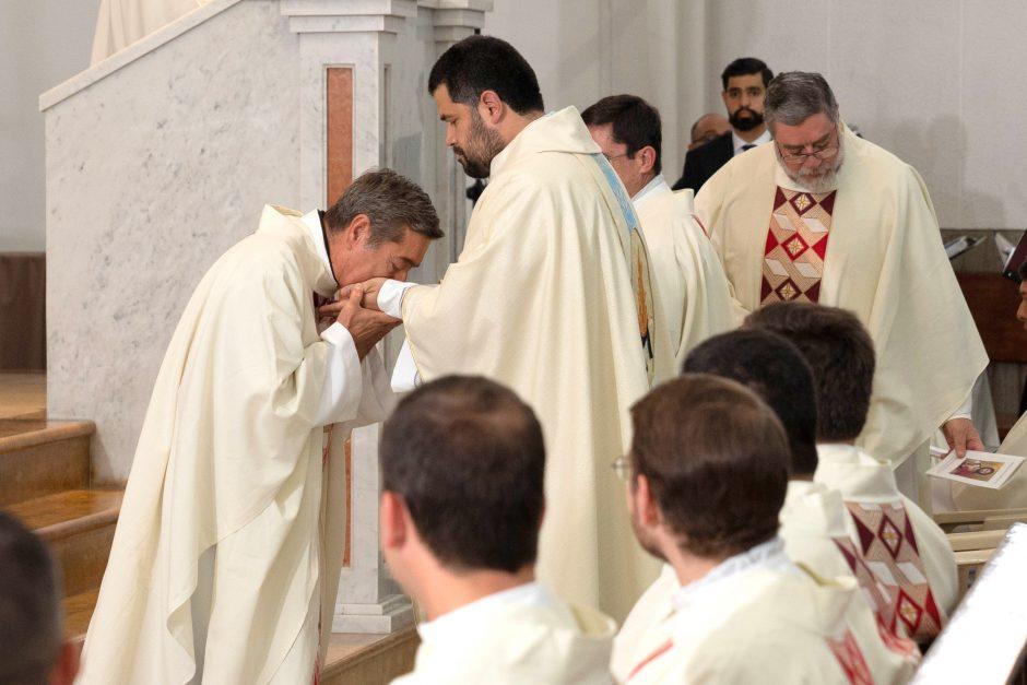 Ordenación sacerdotal de Juan David Velásquez del Sodalicio de Vida Cristiana en Colombia - Noticias Sodálites (12)