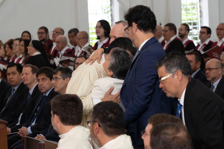 Ordenación sacerdotal de Juan David Velásquez del Sodalicio de Vida Cristiana en Colombia - Noticias Sodálites (16)