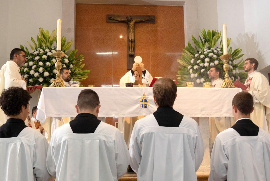 Ordenación sacerdotal de Juan David Velásquez del Sodalicio de Vida Cristiana en Colombia - Noticias Sodálites (20)