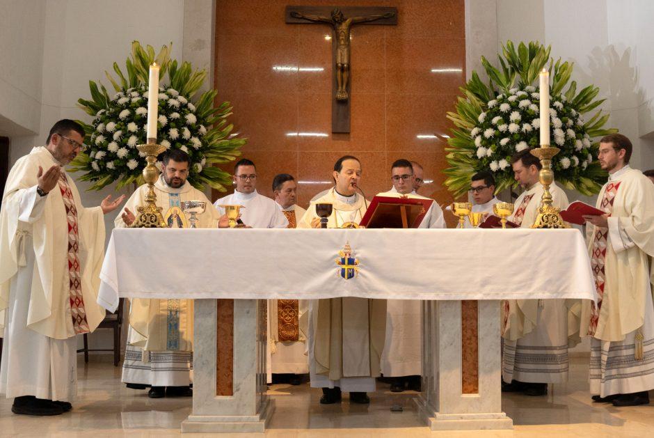 Ordenación sacerdotal de Juan David Velásquez del Sodalicio de Vida Cristiana en Colombia - Noticias Sodálites (21)