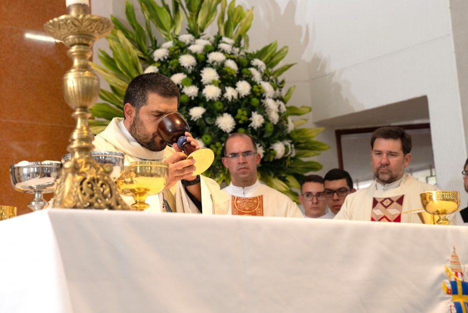 Ordenación sacerdotal de Juan David Velásquez del Sodalicio de Vida Cristiana en Colombia - Noticias Sodálites (22)