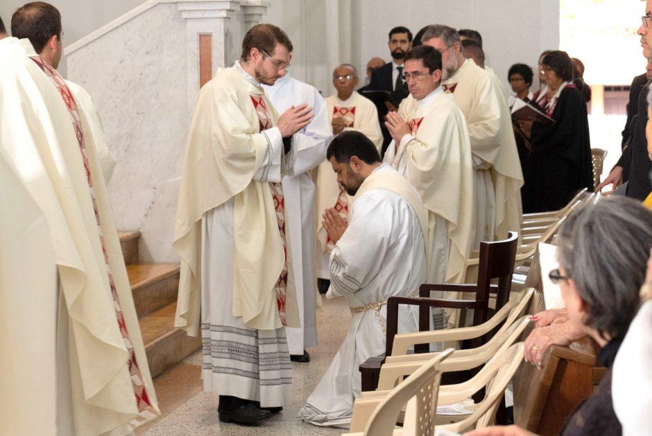 Ordenación sacerdotal de Juan David Velásquez del Sodalicio de Vida Cristiana en Colombia - Noticias Sodálites (5)