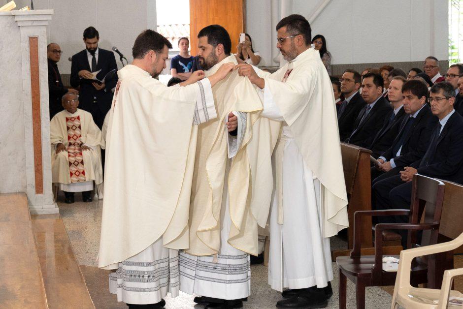Ordenación sacerdotal de Juan David Velásquez del Sodalicio de Vida Cristiana en Colombia - Noticias Sodálites (7)