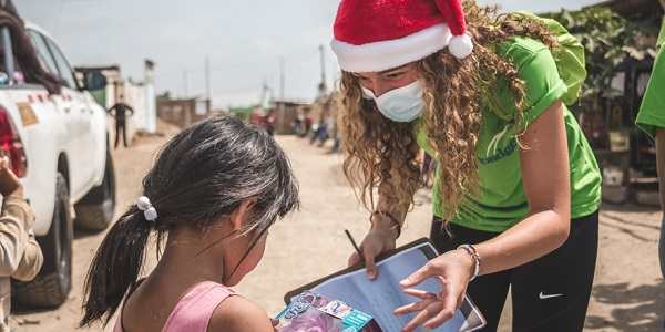 Bridges lleva el verdadero significado de la Navidad ayudando a los más necesitados